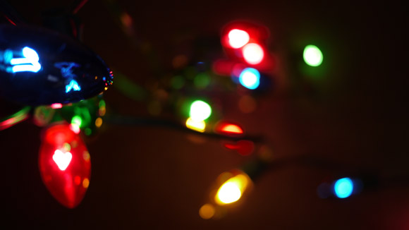 glowing-festive-lights-christmas-tree-white-small-large-bulb-bokeh-free-stock-photo